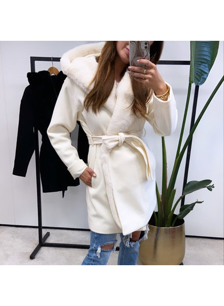 CLEO WHITE TEDDY COAT