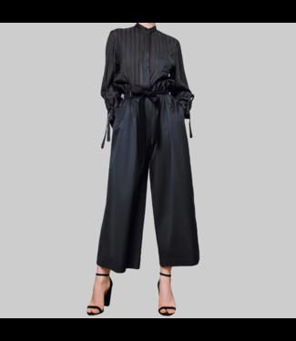 Weit geschnittene Hosen, schwarz
