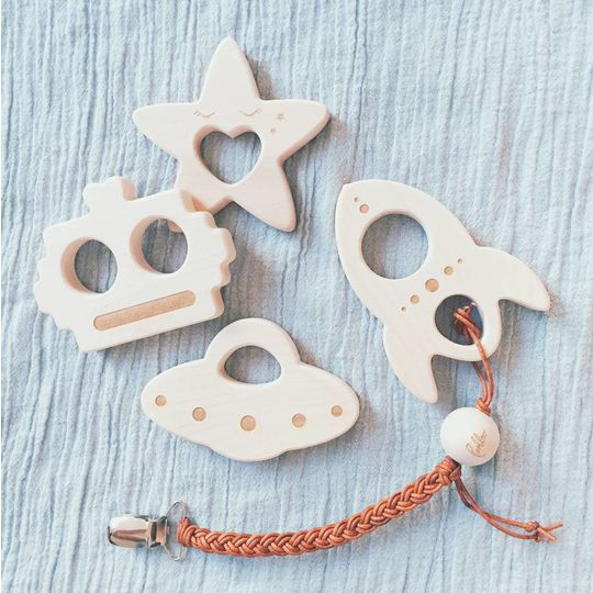 loullou wooden teether raket