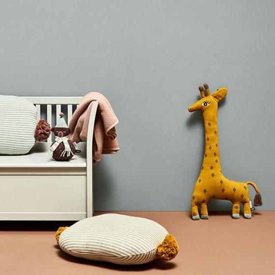 OYOY noah the giraffe cushion