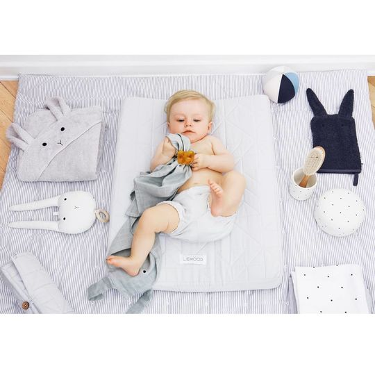 liewood molly swaddle classic dot crisp white 120x120