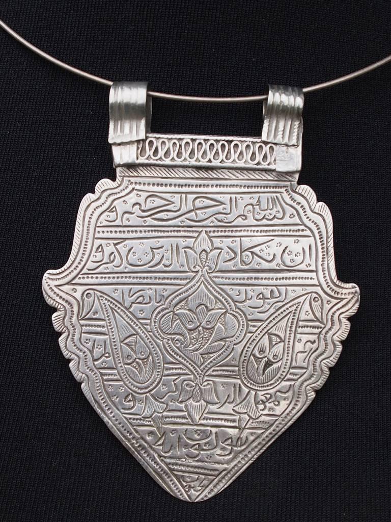 Antike islamische Glück Amulettlet Halskette mit Mango Amute und Anhänger geätzt mit arabischen Symbolen Skript 18/B