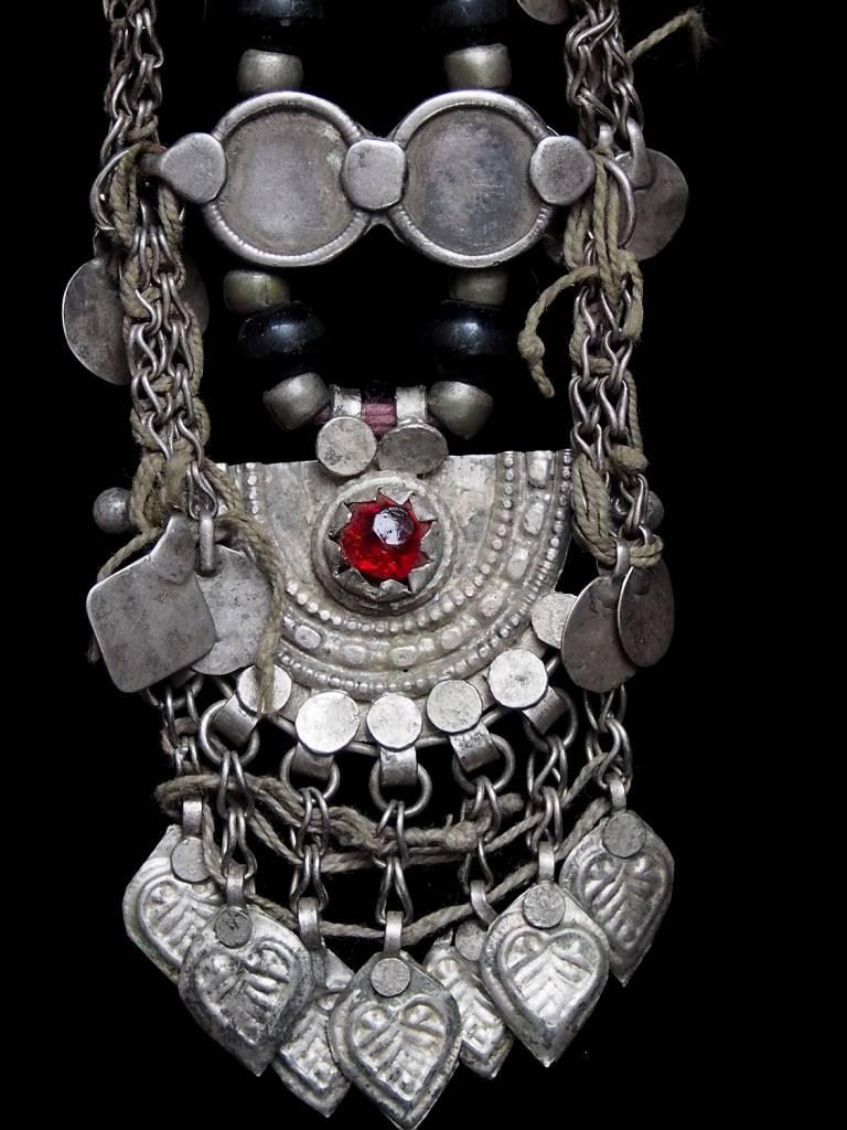 Antike sehr lange Nomaden Silber Halsmomente Kette Anhänger Quast Nuristan Swat Valley Afghanistan pakistan No:18/D