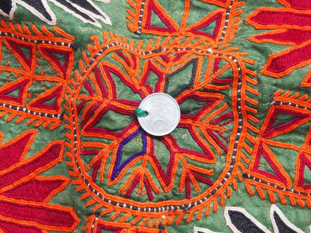 antik und Reich bestickte Sindh Region Stickerei aus Pakistan. No:18/3
