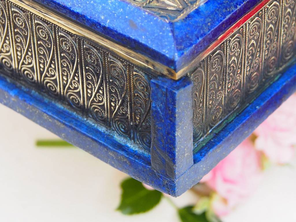 Hand Crafted stunning genuine Afghan Lapis Lazuli Gemstone Pillbox  Box brass decorated  from Afghanistan No:18/9