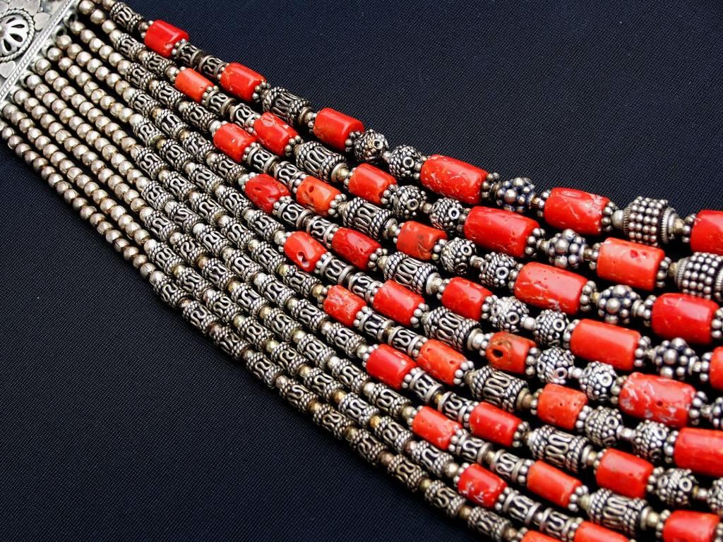 10-reihige Korallenkette mit Silberperllen aus Indien 10 rows coral necklace