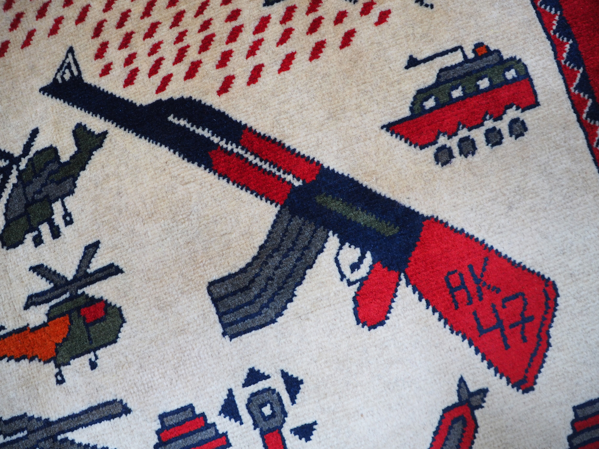 Afghan Kriegteppich Handgeknüpf Teppich Afghanistan panzer kampfjet gewehr USA Army Nato ISAF war rug Nr:19/13