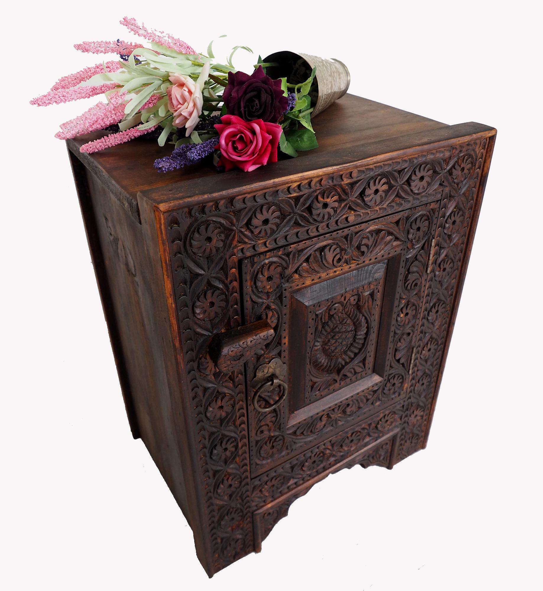 orient Massivholz Landhaus kommode Nachttisch Bauernschrank Hochzeit Tisch Truhe aus Nuristan Afghanistan 19/NUR
