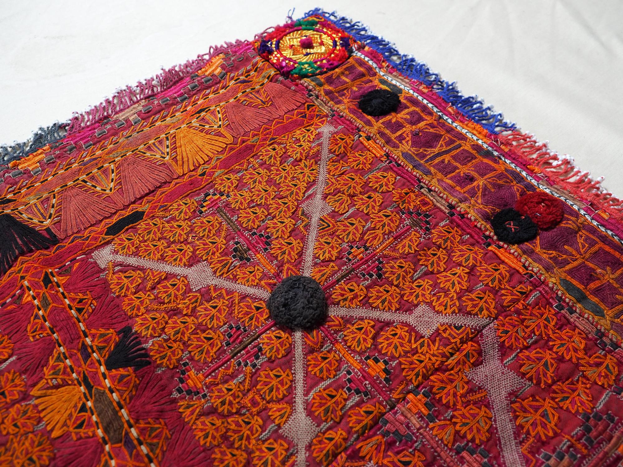 antik und Reich bestickte islamische Katwaz Ghazni Region Stickerei aus Süd-Afghanistan. 19/WLit