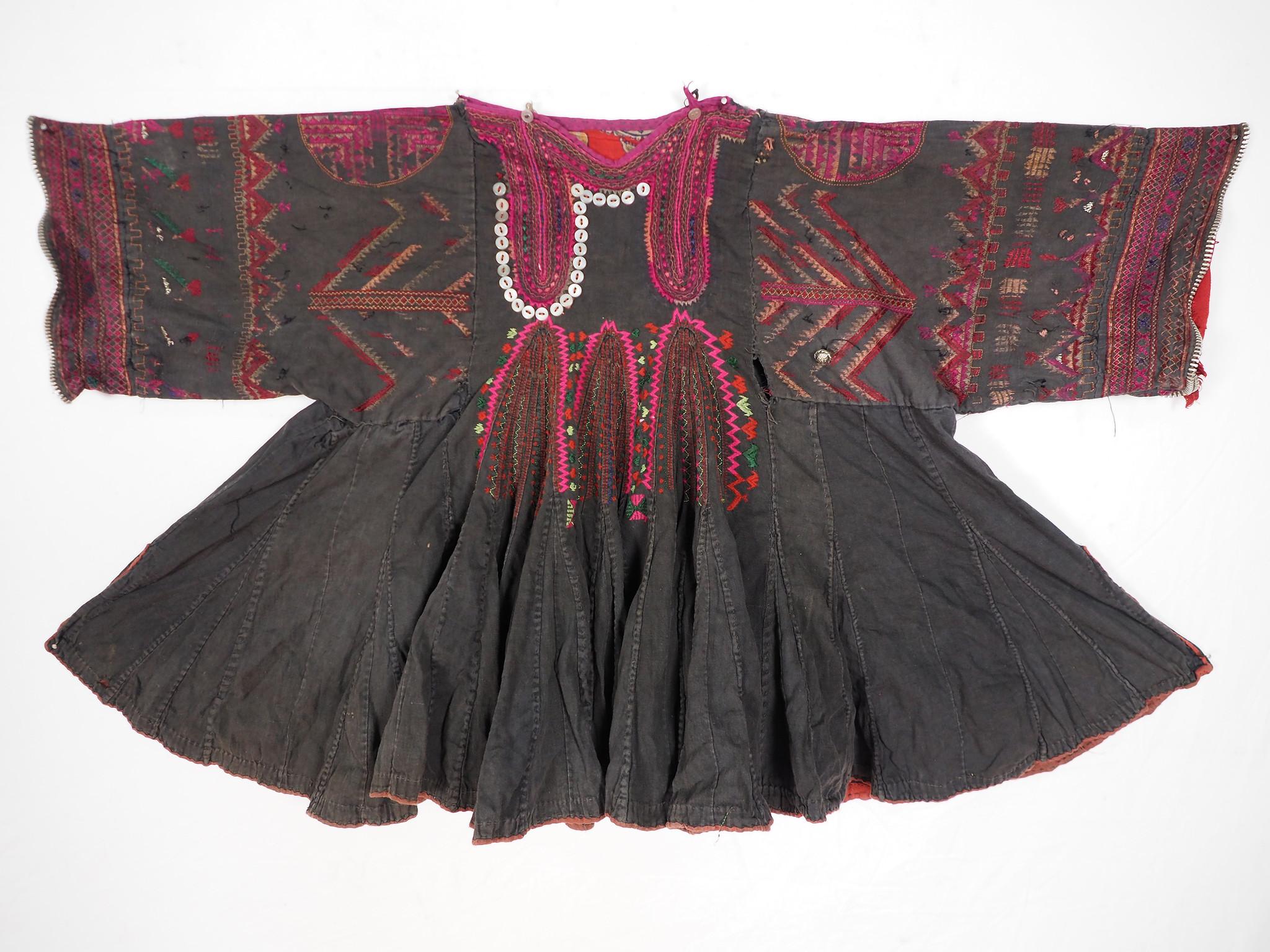 antik und sehr seltener Kinder Mädchen Kleid aus Afghanistan Nuristan kohistan Jumlo Nr-KL20/B