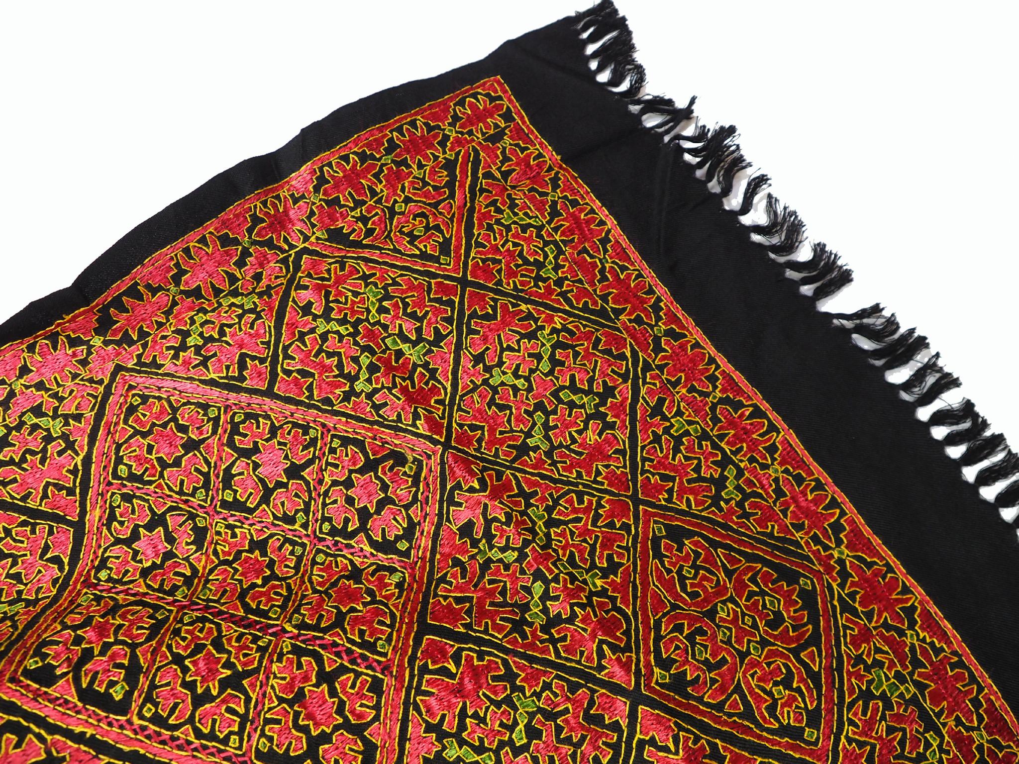 225x105 cm silk embroidered Pulkari  scarf, shawl, muffler Swat Valley 20/B