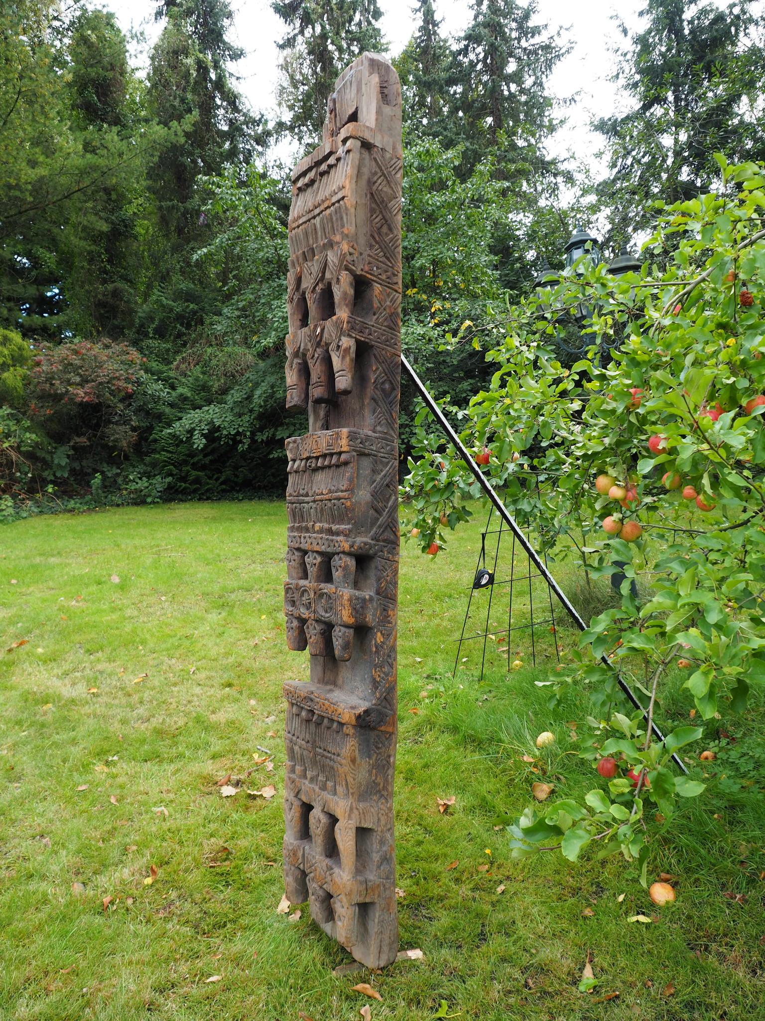 antique orient solid hand-carved wooden Pillar column from Nuristan Afghanistan antike Säule Nuristan Nr-C