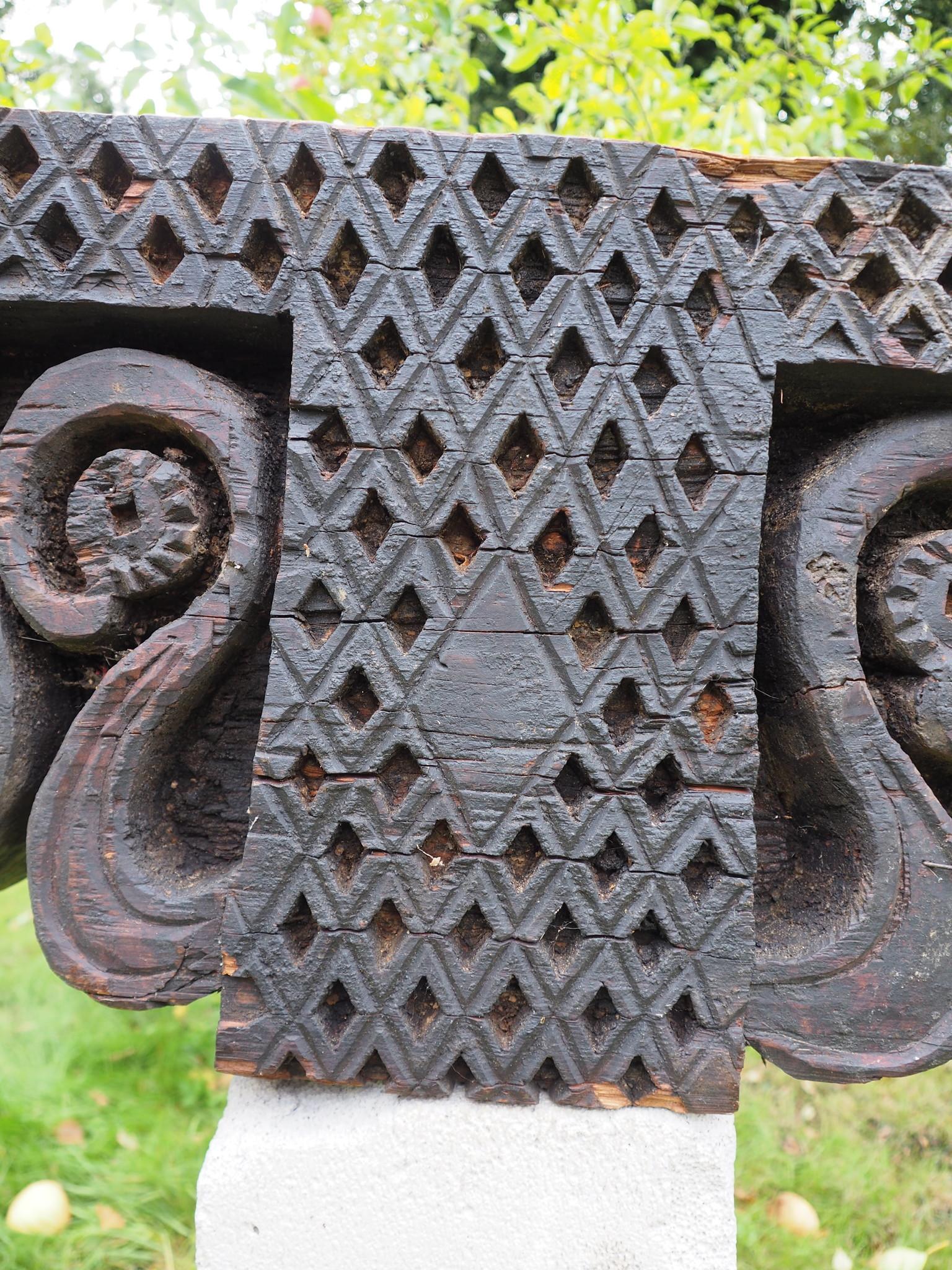 antique orient solid hand-carved wooden Pillar column from Nuristan Afghanistan antike Säule Nuristan corbels from Swat Valley dachbalken