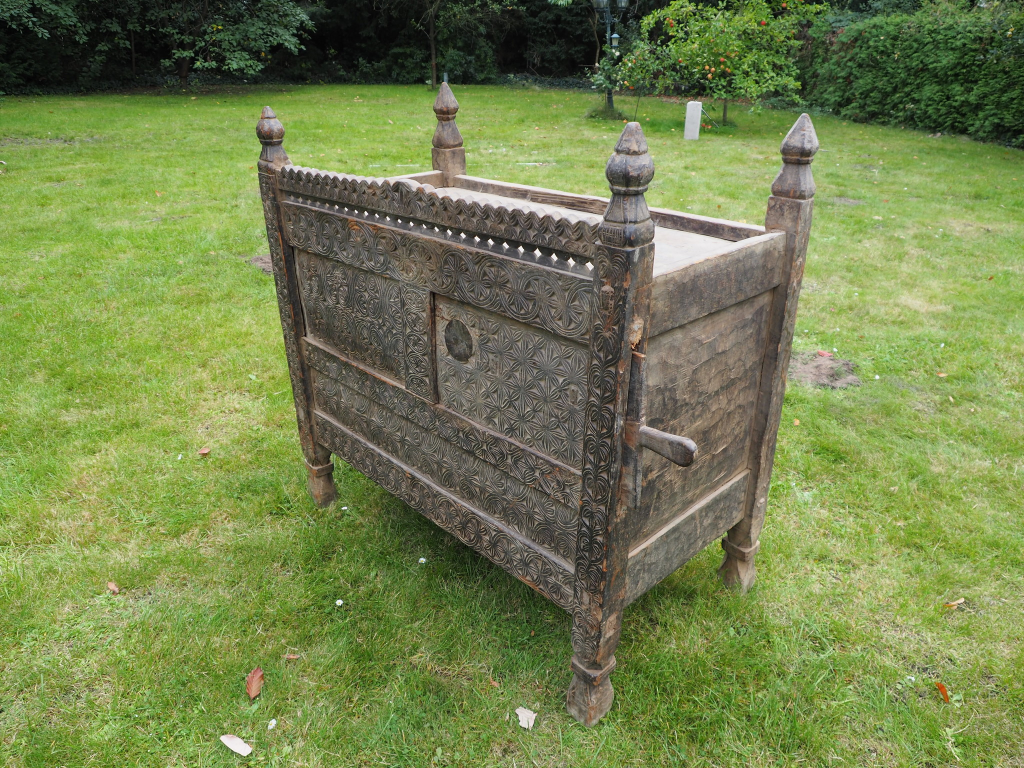 antique 19th century orient vintage cedar wood treasure Dowry Chest from Nuristan Afghanistan No:2
