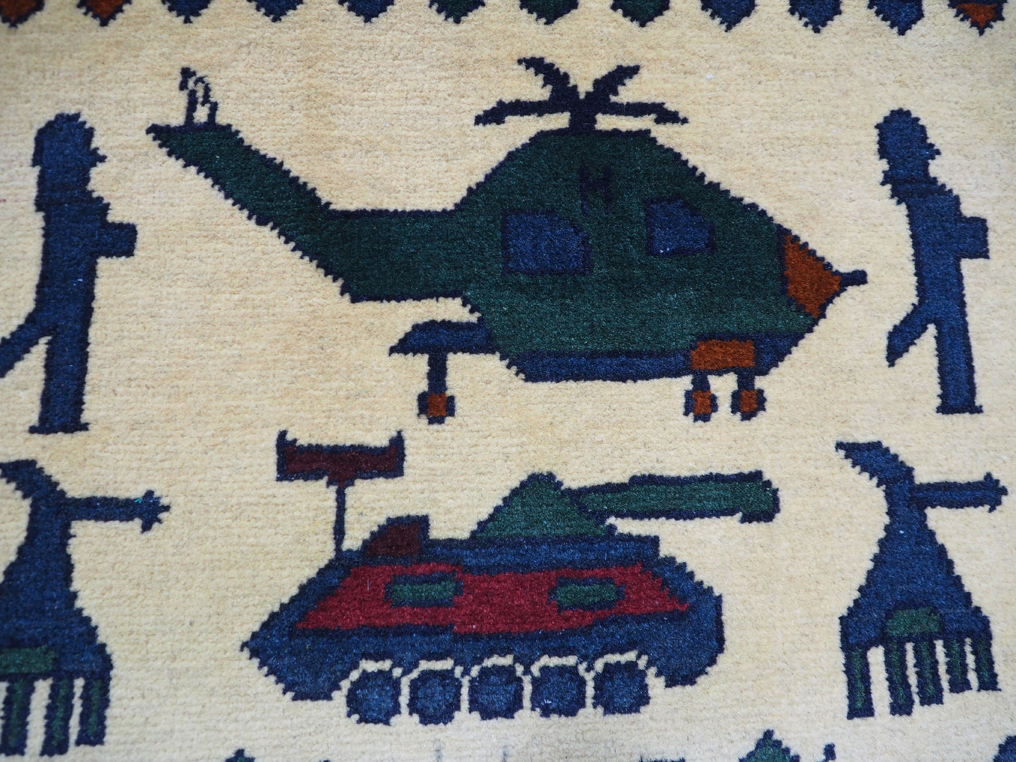 141x101 cm Afghan Kriegteppich Handgeknüpf Teppich Afghanistan panzer kampfjet gewehr USA Army Nato ISAF war rug Nr:AFG21C