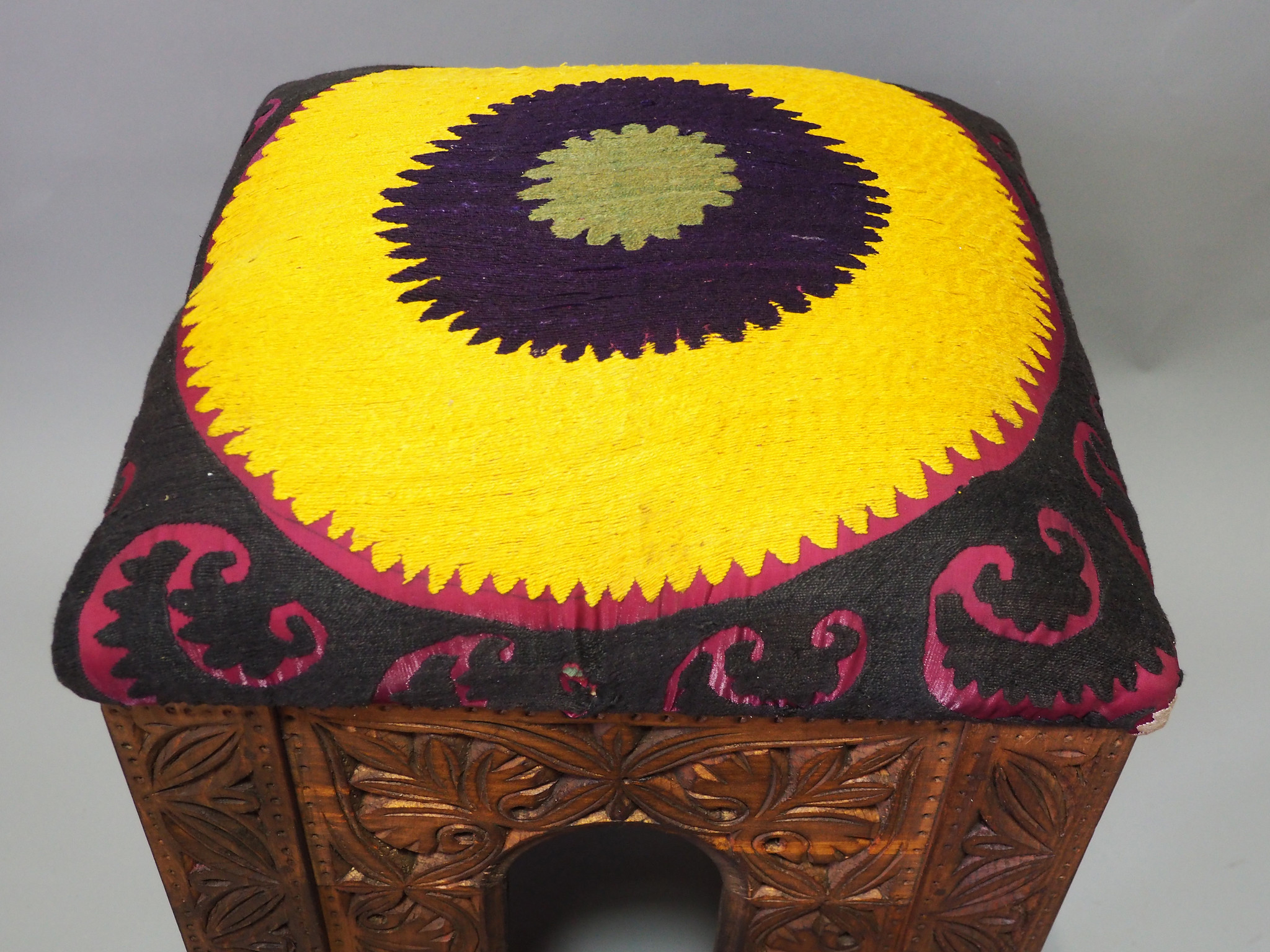 antik-look hand carved wooden vintage suzani Stoll chair from Afghanistan No:A