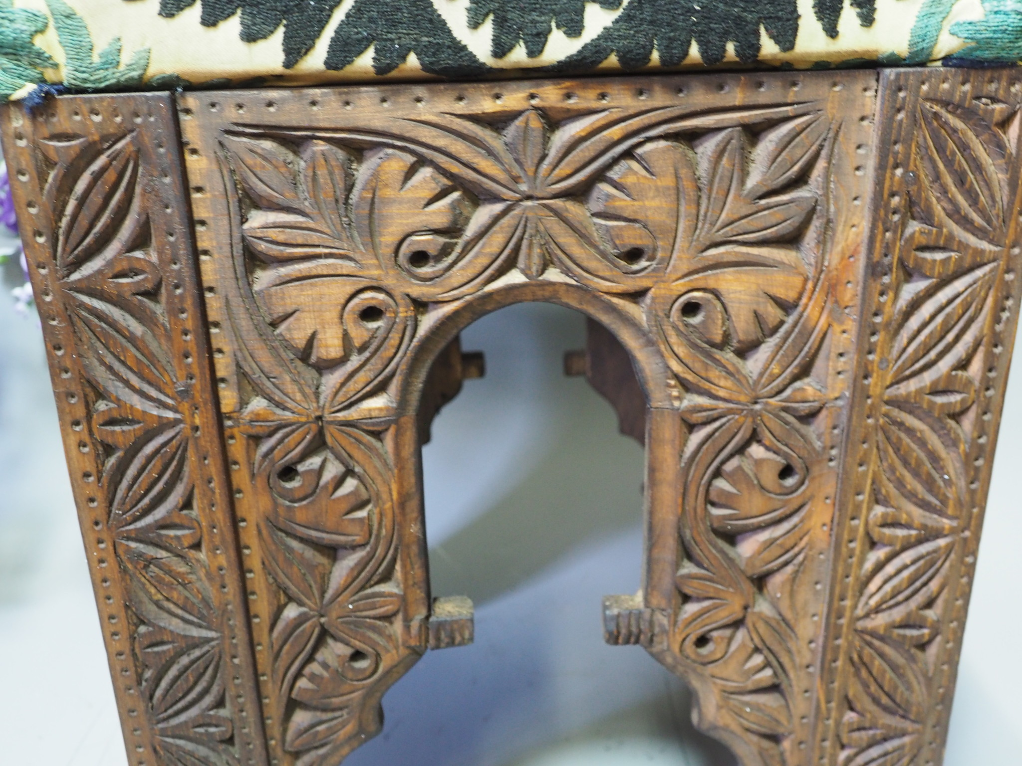 antik-look hand carved wooden vintage suzani Stoll chair from Afghanistan No:D