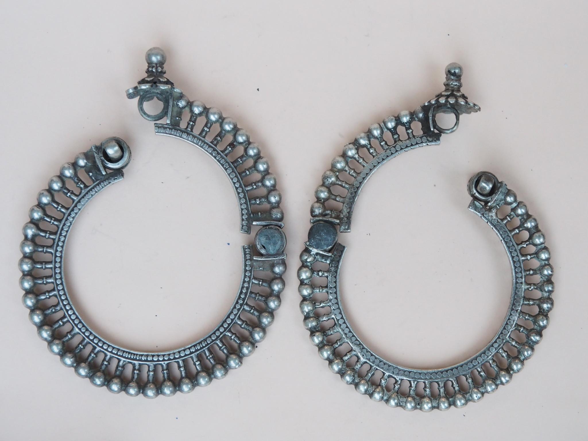 Ein Paar außergewöhnliche antike Silber armreifen armbänder aus Sindh, Pakistan oder Gujarat Indien Nr:WL