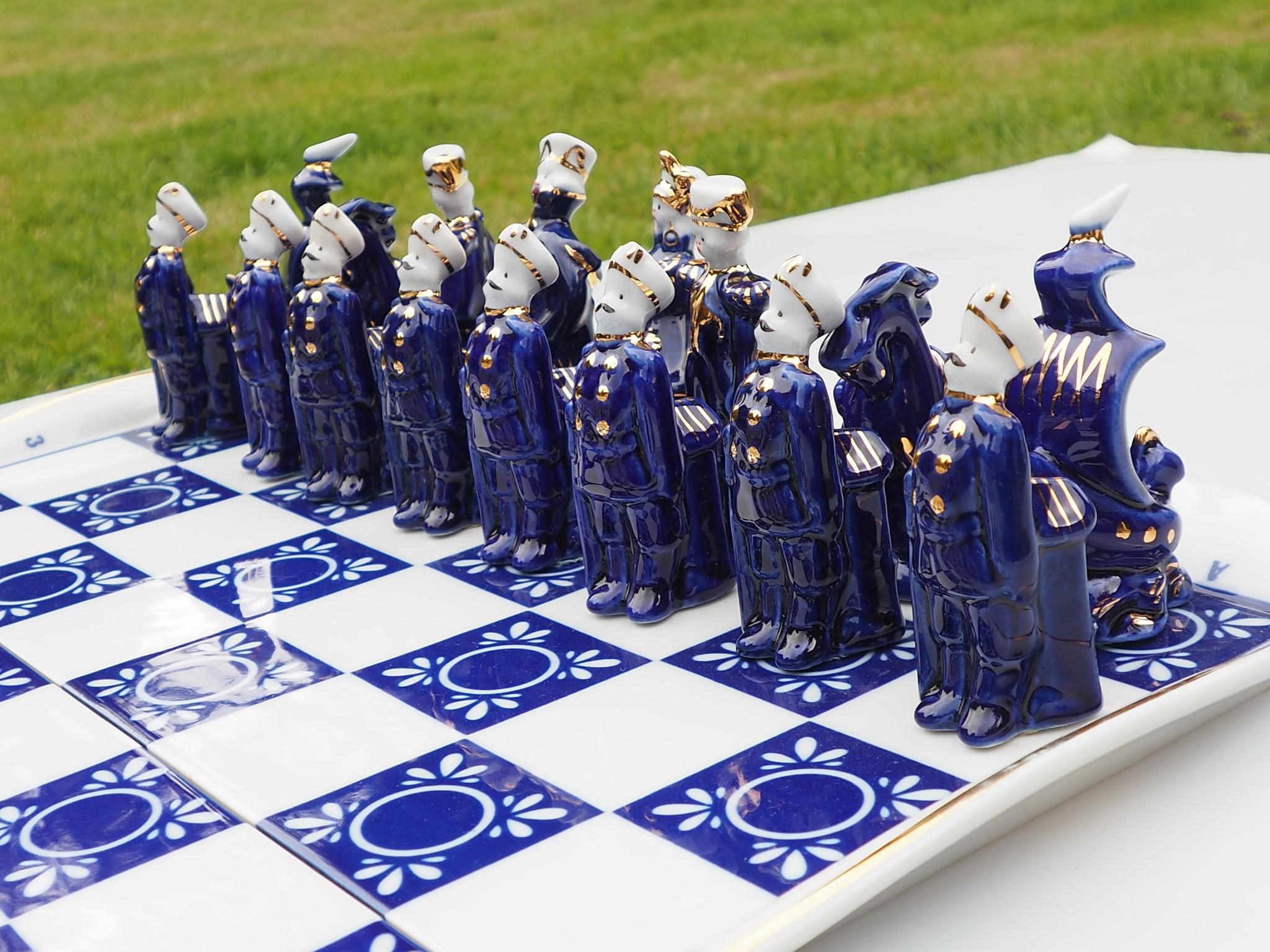 Rare Vintage Gardner Verbilki Russian Porcelain Chess Set  (blue )