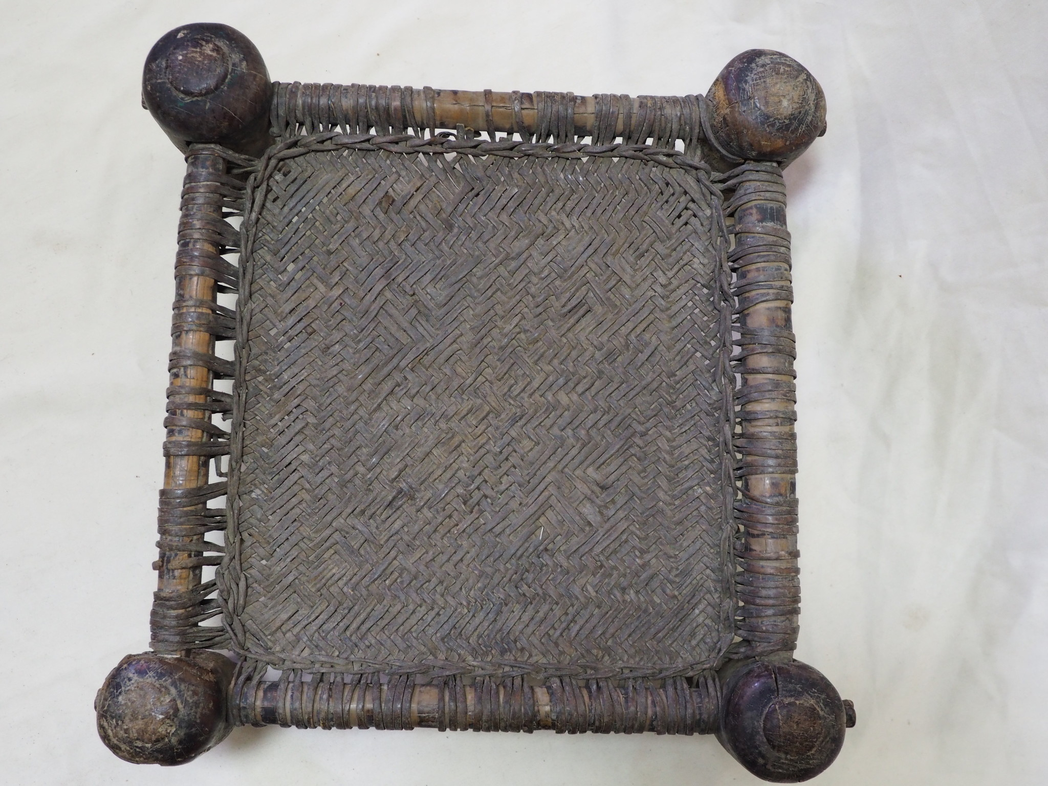 45x45 cm Antike Hocker Nuristan  Nr:NUR21-D