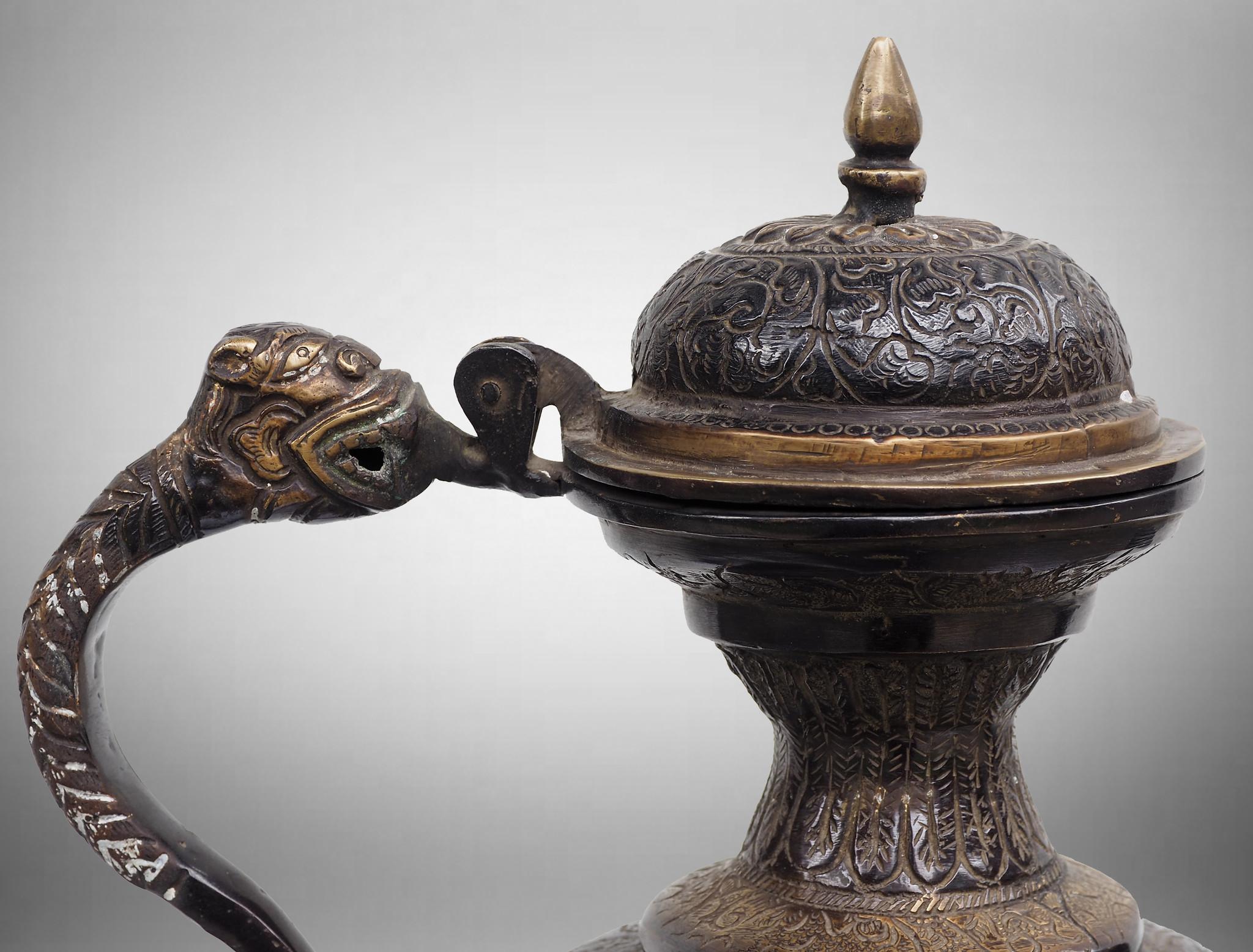 schwer islamische Bronze Teekanne Kanne aus Nord-Indien mit islamische Arabische Schrift  Allh  (الله)