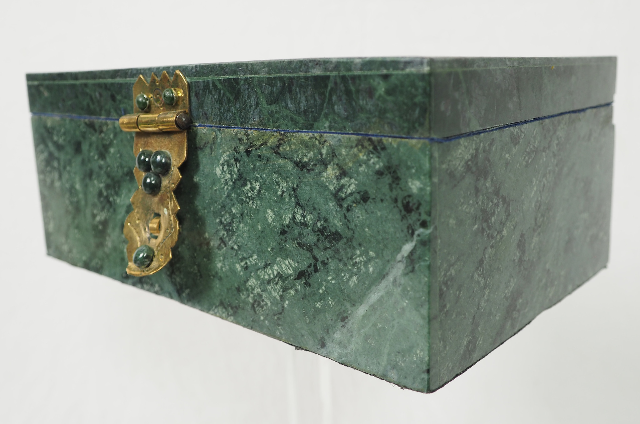 Hand Crafted  olive green Jade Gemstone  box Candy Dish  from Afghanistan. 21/E