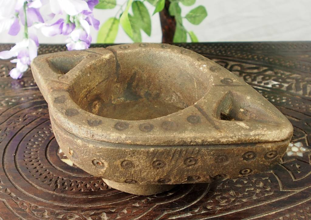 Rare carved Ghazni islamic Alabaster stone persan oil lamp in marble Afghanistan No:9