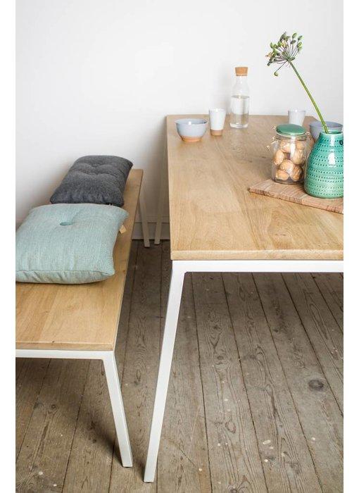 PURE wood design 'Norberg' eikenhouten bank met stalen onderstel en schuine poten