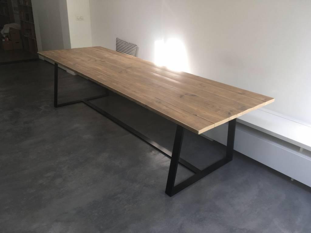 Soborg eikenhouten tafel onderstel schuin leggers pure wood design