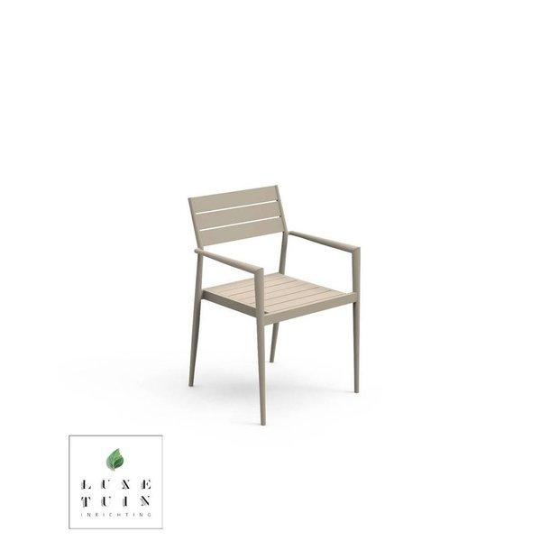 Dining armchair