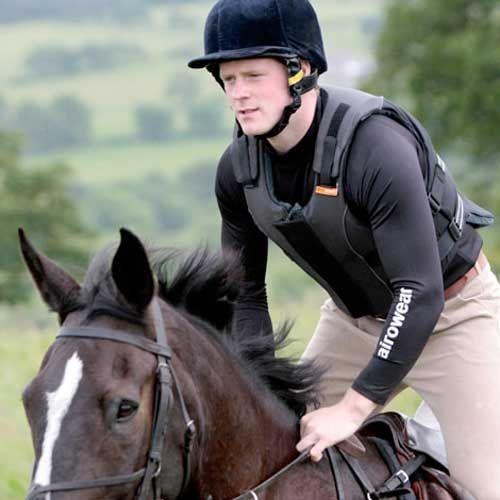 Wat te kiezen bij paardrijden?  Een rugbeschermer, body protector of airbagvest?