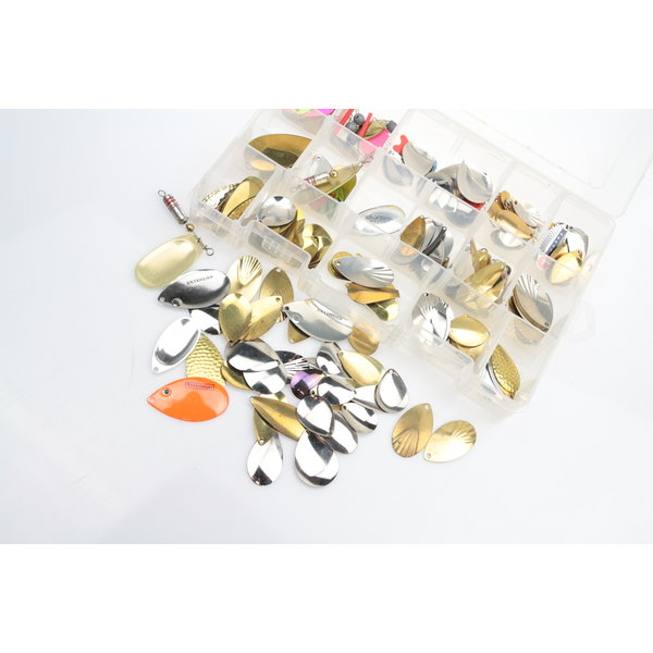 Predox tacklebox filled with spinnerblades   200 pcs