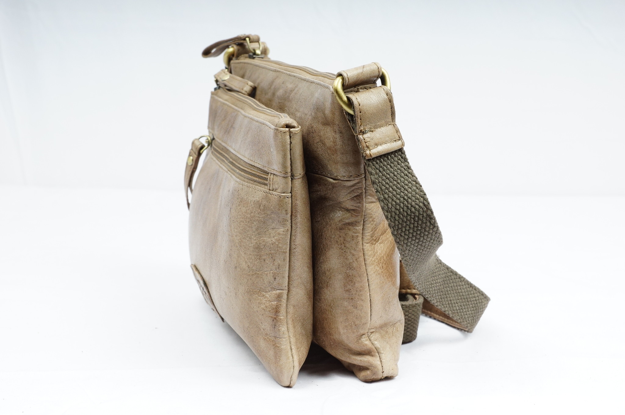Bizzoo Bizzoo bag with long shoulder strap and front pocket taupe