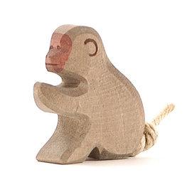 Ostheimer Ostheimer baviaan zittend