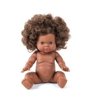Minikane Gordi meisjes babypop met donkere huid, bruine ogen en prachtige zwarte haren in twee knotjes. Een prachtige handgemaakte pop met anatomisch correct lijfje. Bijpassende kleertjes zijn te koop op de website.  De poppen van Paola Reina zijn 100% made in Sp