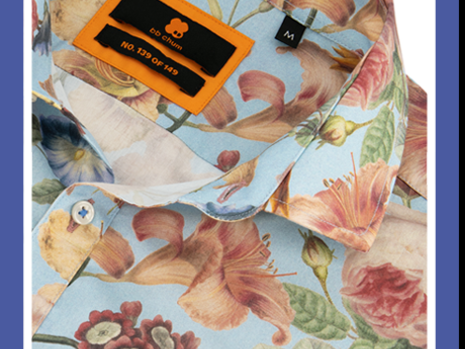 In het middelpunt met een kleurrijk en uniek overhemd