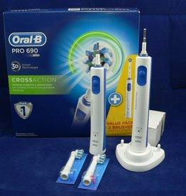 2 Zahnbürsten Oral-B Pro 690