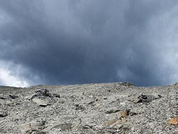 Dreigende wolken in de Buttenheim groeve