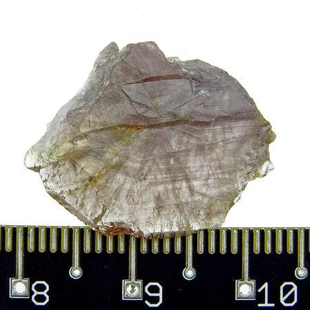 Helder axiniet kristal