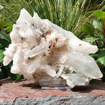 Bergkristal cluster inclusief standaard