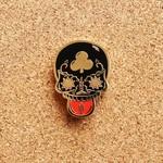 Calavera Duro pin (Black & Gold) by Creamlab