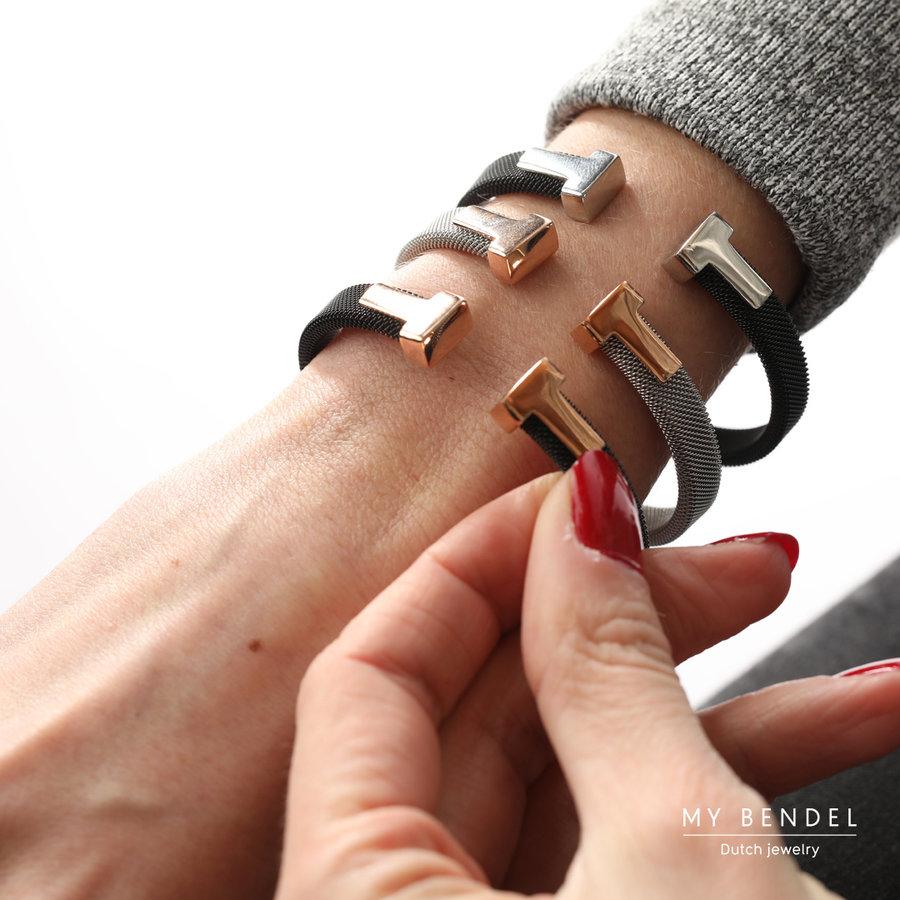 Bless Stijlvolle bangle van zwart geweven edelstaal en zilverkleurige T details