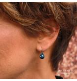 Godina Rosé goudkleurige edelstalen oorbellen met  8 mm grijs keramiek bolletje
