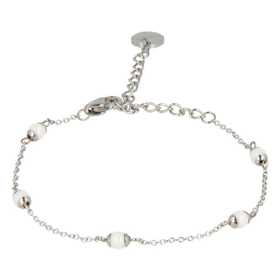 Godina Minimalistische zilverkleurige edelstalen armband met verfijnde witte keramieken bolletjes