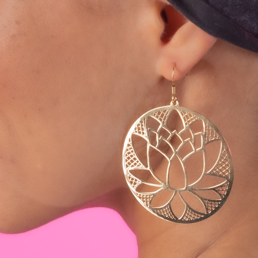 Bless Round earrings in gold with lotus