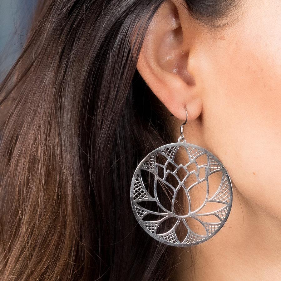 Bless Ronde oorbellen in zilver met lotusbloem
