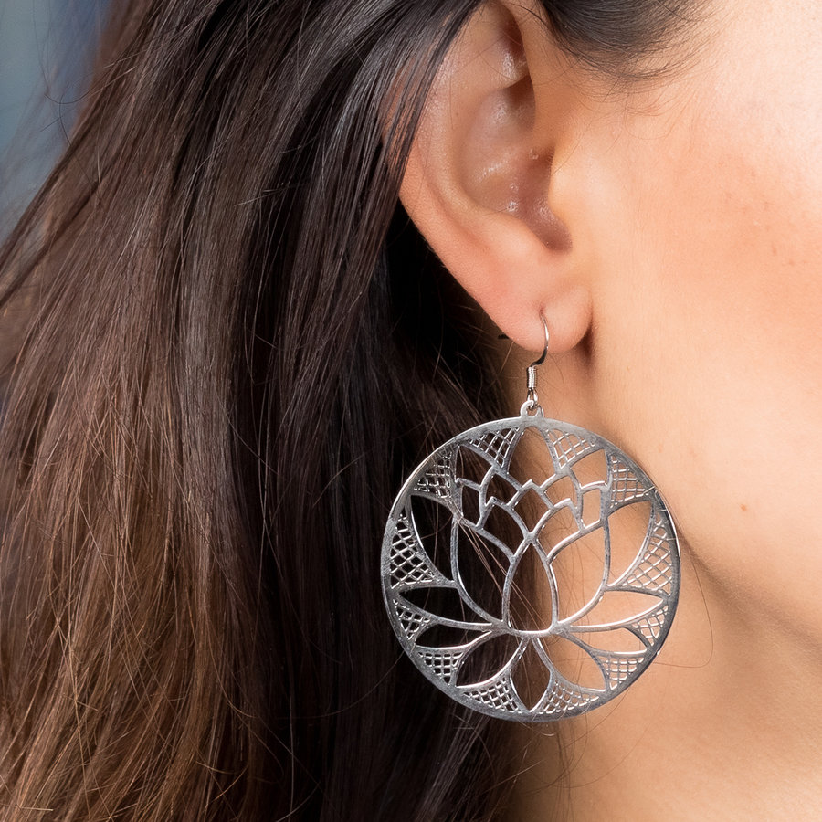 Bless Round earrings in silver with lotus