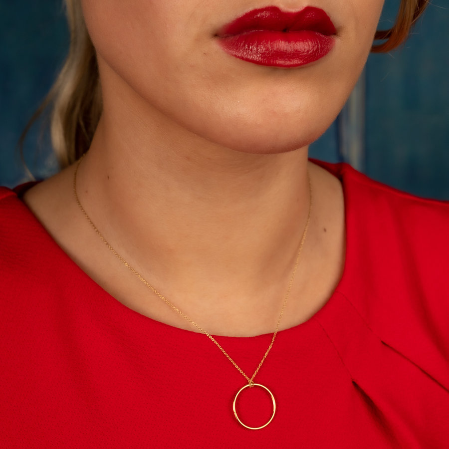 Picolo Stylish gold necklace with minimalist look. Remains beautiful