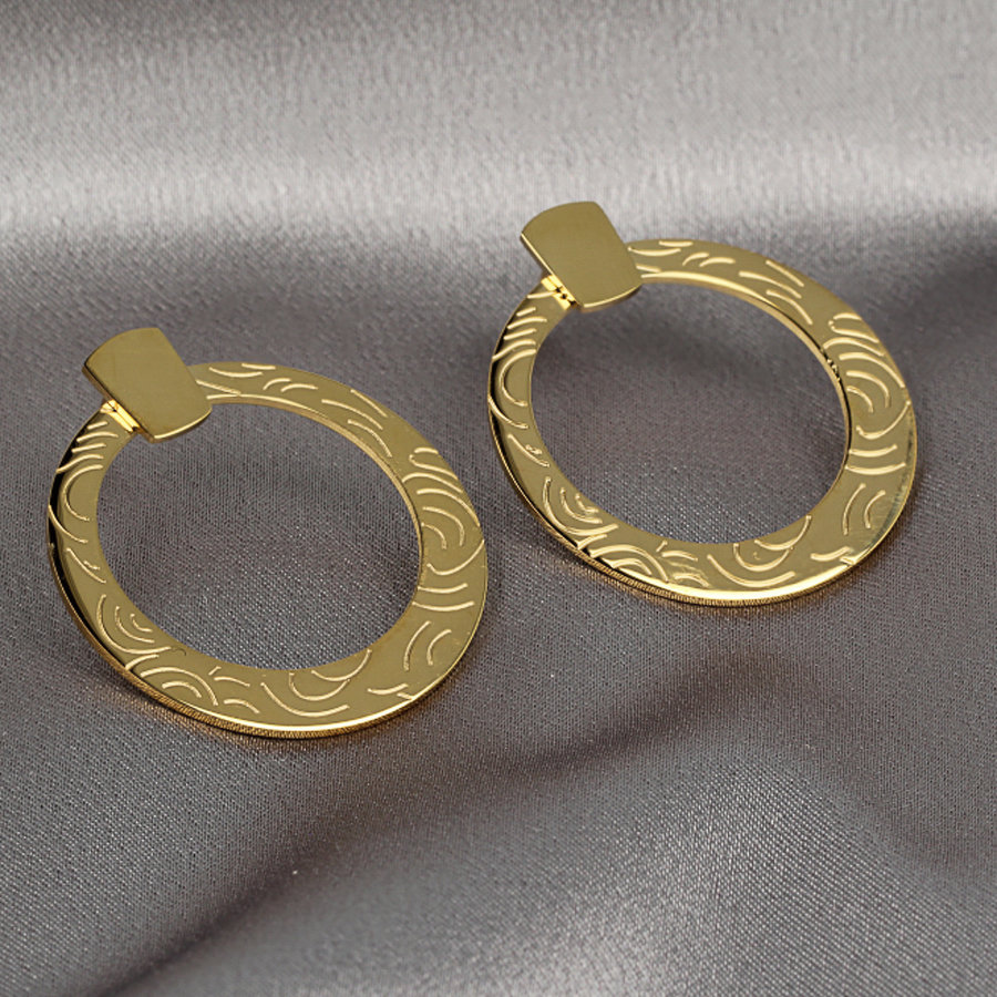 Picolo Gold circle earrings with beautiful engraving
