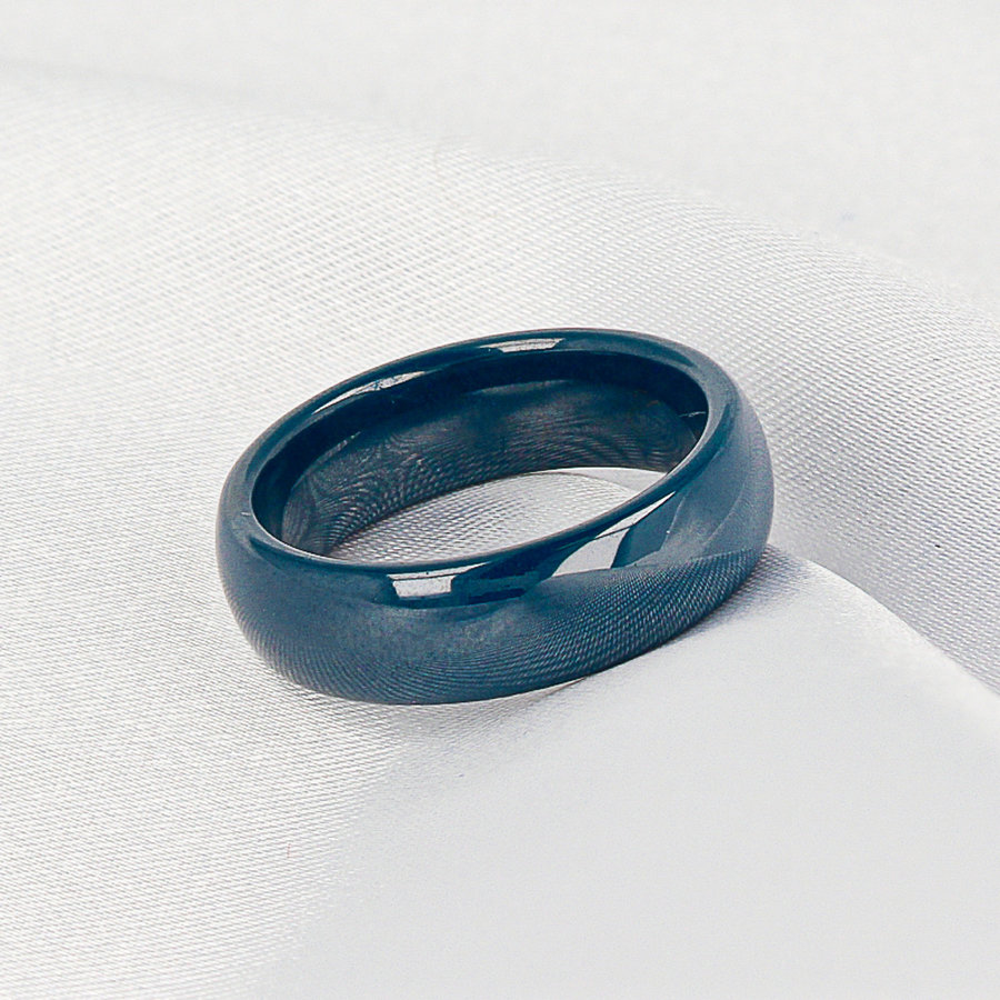 Godina Beautifully long-lasting wide ring blue. Wears wonderfully and unbreakable.